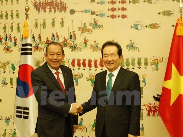 Deputy PM Bình meets top RoK legislator