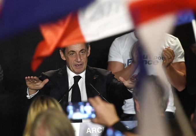 Sarkozy, Juppe set for French presidential primary showdown