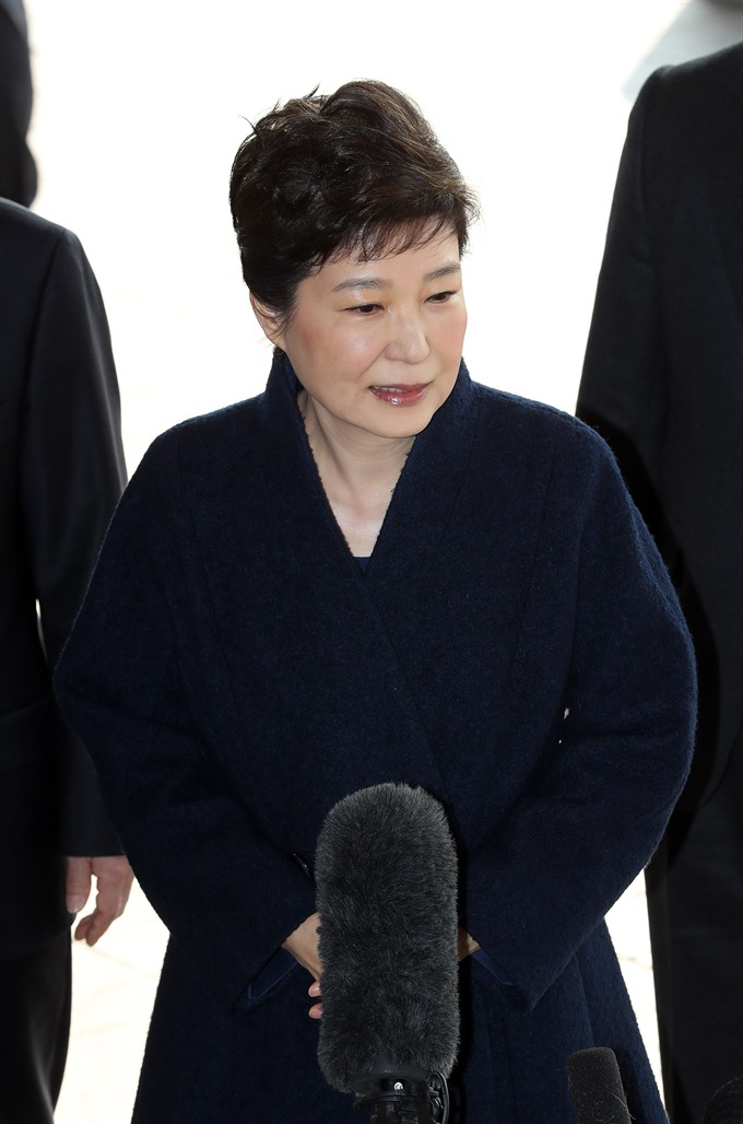 Ex-S.Korean president Park questioned by prosecutors