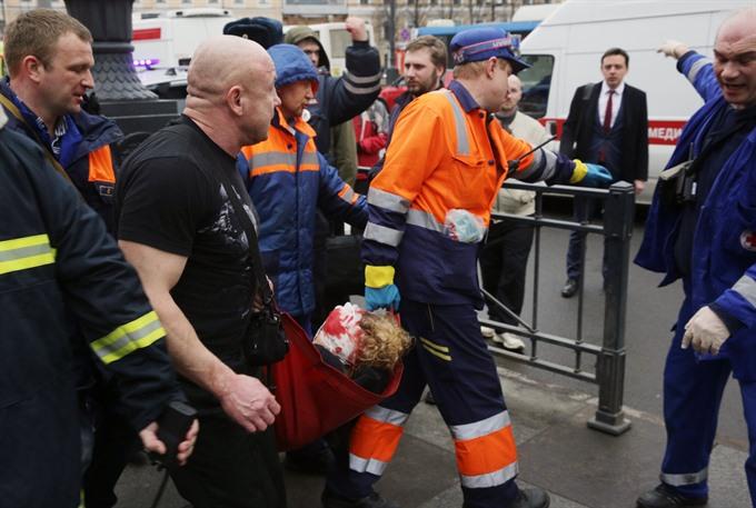 '10 dead' in Saint Petersburg metro blast