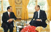 Chirac welcomes Party leader Manh to France