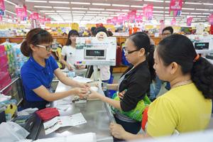 Siêu thị Co.opmart đang kéo hàng trăm nhãn hàng cùng giảm giá