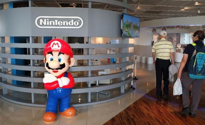 Nintendo gives sneak geek peek at new portable console