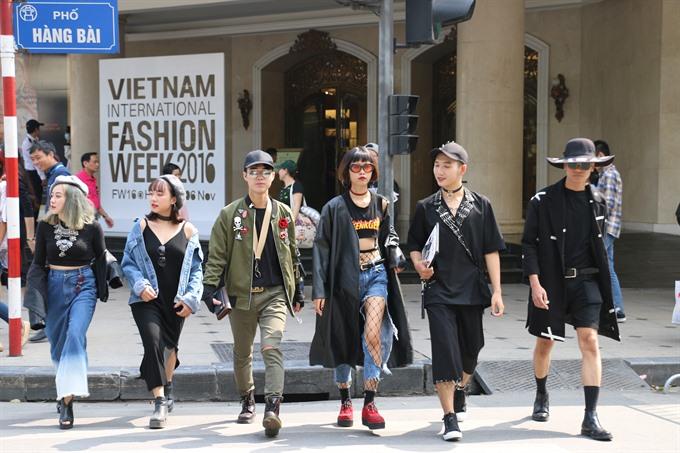Hà Nội fashionistas strut their style