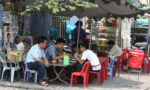 Streets of Viet Nam famous for their food