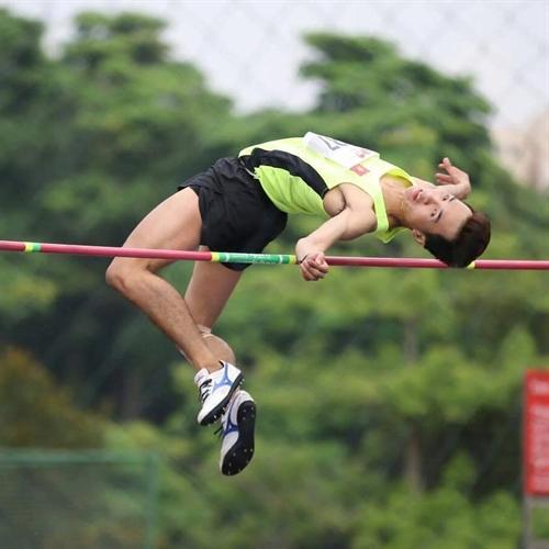 Nhân takes Việt Nams first gold at AUG