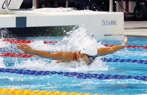 Youngest Viên practices hard seeking swimming glory