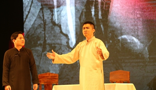 Traditional cải lương play to tell revolutionary stories