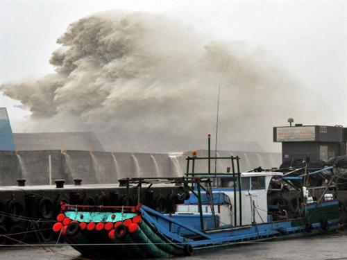 Typhoon Meranti lands in east China