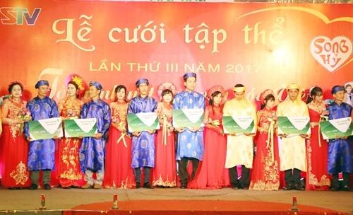 Sóc Trăng organises mass wedding for seventeen couples in poverty