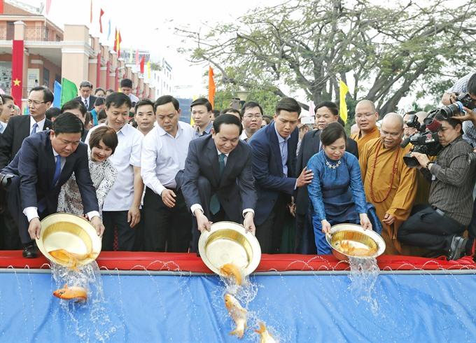 President praises overseas Vietnamese