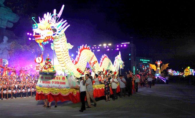 Tuyên Quang lit up with lanterns as city festival kicks off
