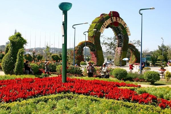 Lâm Đồng licenses new high-tech flower vegetable project