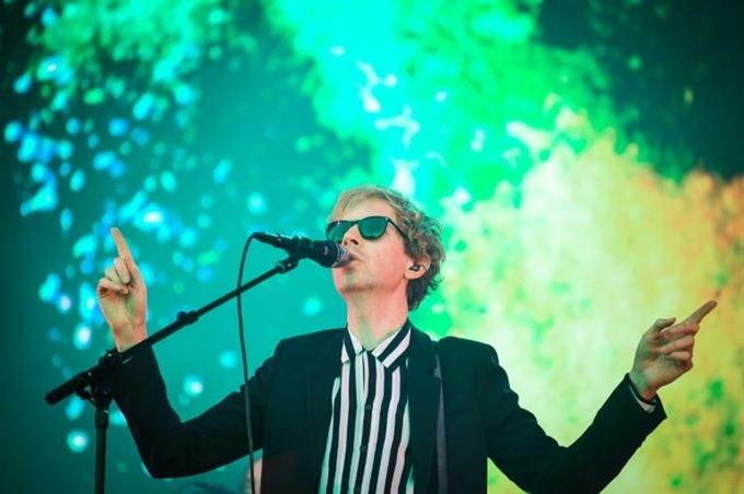 On Beck album pop sets an ironist free