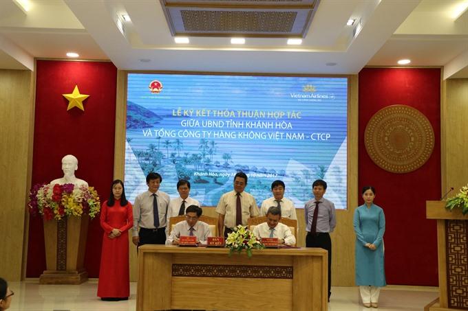 VNA and Khánh Hòa sign agreement on tourism development