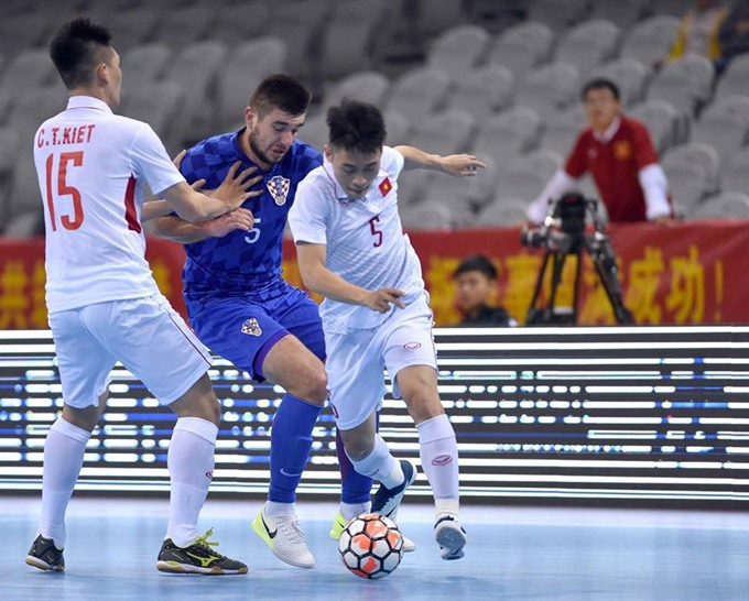 Việt Nam lose first friendly match in China