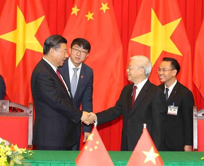 Party chiefs Nguyễn Phú Trọng Xi Jinping hold talks