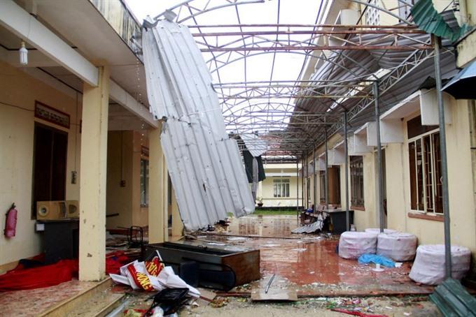 Typhoon Damrey costs Khánh Hòa workers their jobs