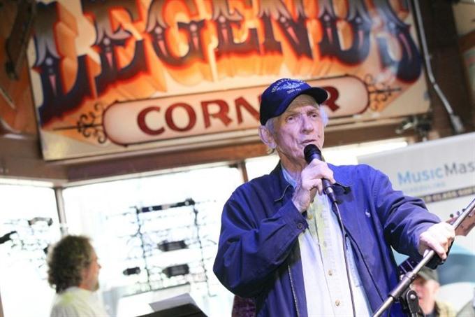 Country music legend Mel Tillis dead at 85: publicist