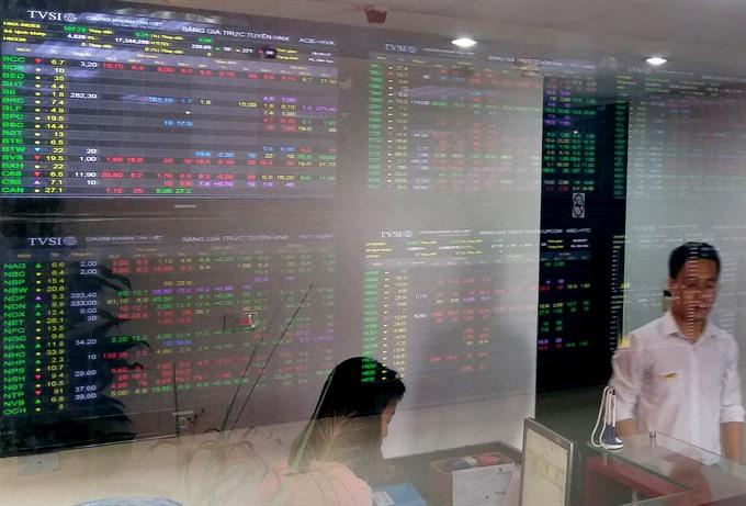 Stocks mixed as liquidity rises