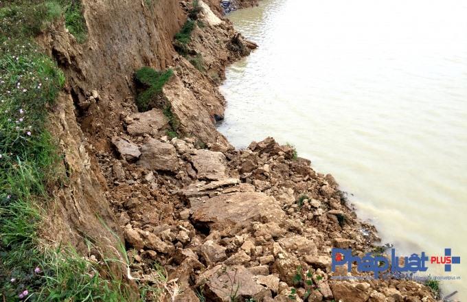 Illegal sand mining damaging HN dyke
