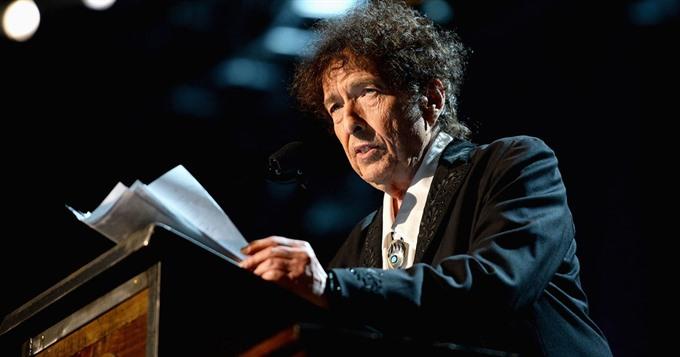 After Nobel Dylan plans latest Sinatra album