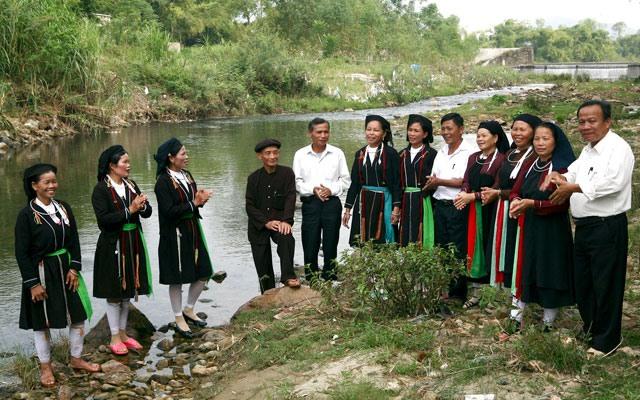 Keeping alive the art of Soọng Cô folk songs