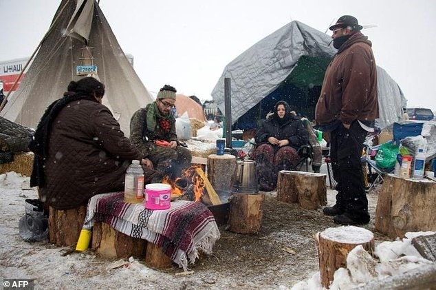 Under deadline pressure Dakota pipeline protesters leave camp