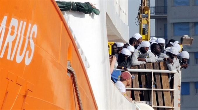 3000 migrants rescued off Libya: Italy coastguard