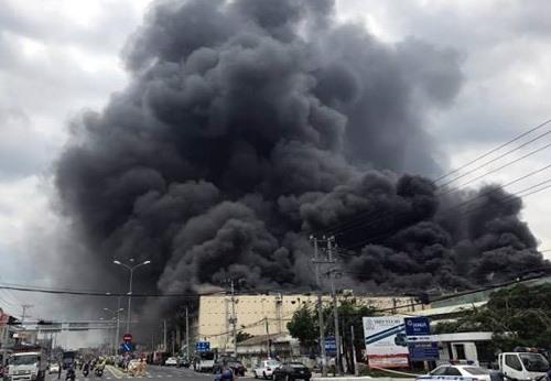 Massive blaze destroys Taiwanese garment factory in Cần Thơ