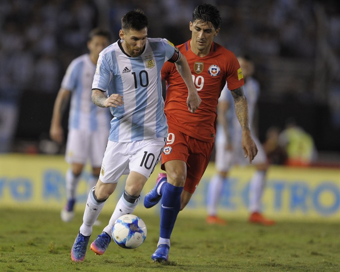 Spot on Messi fires Argentina over Chile