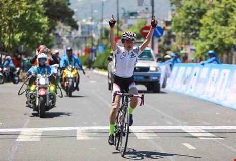 Miyoko wins international cyclings second stage