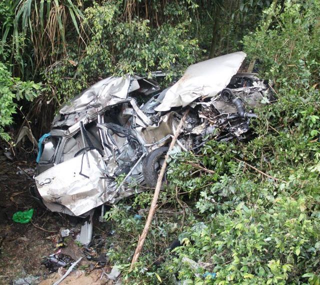 Train crash kills four injures two in Bình Định