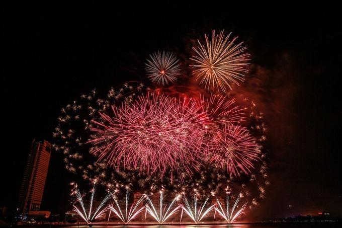 Italy team wins Đà Nẵng Fireworks Festival