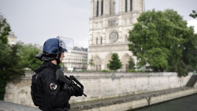 Controversial French anti-terror bill clears hurdle