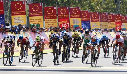 Minh wins stage Kritsada leads tournament