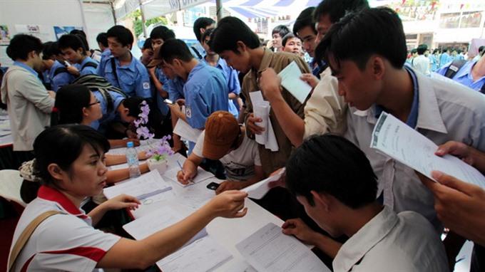 More than 180000 university graduates unemployed in Q2