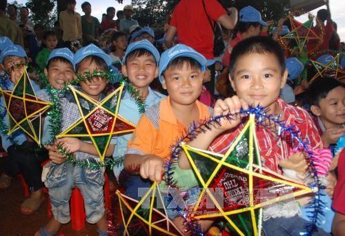 City organises programmes for children to enjoy Mid-autumn Festival