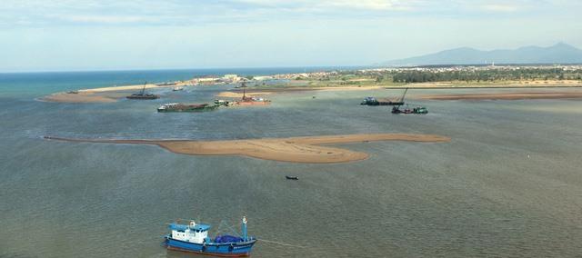 Phú Yên asks units to dredge port channel