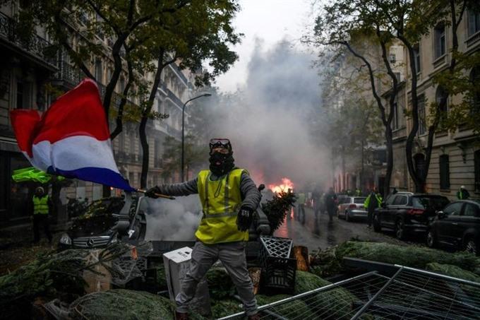 Macron surveys damage after Paris riots calls for talks