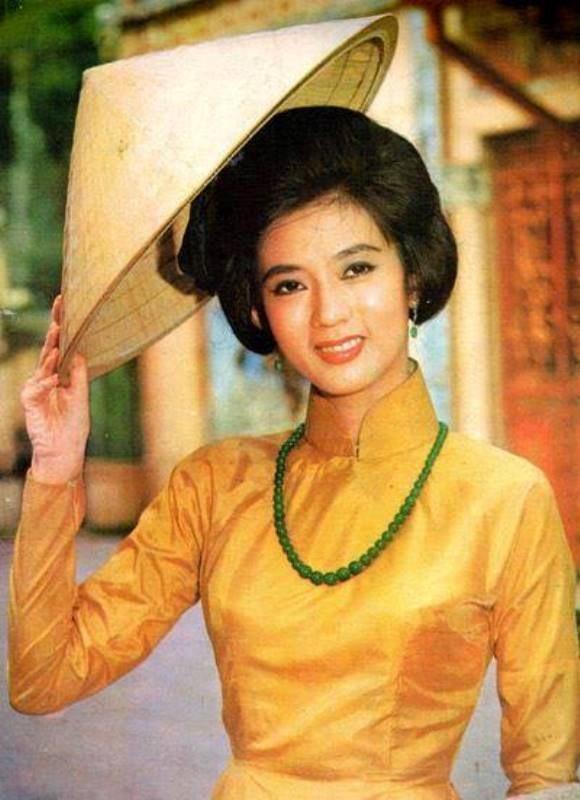 Documentary film on assassinated cải lương guru released on YouTube