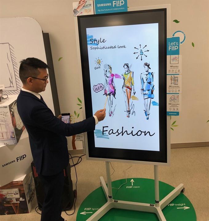 Samsung Vina unveils digital flipchart