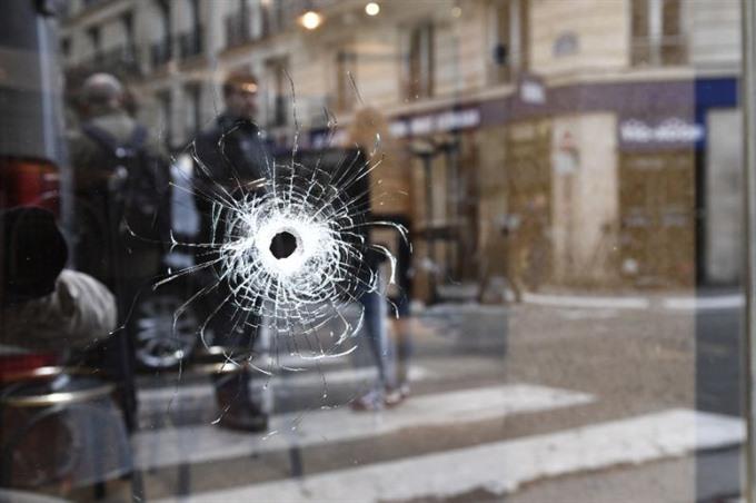 Police widen probe into Chechen-born Paris knife attacker