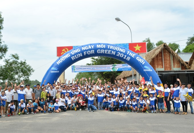 NS BlueScope staffs join Run for Green for needy pupils in Long Sơn