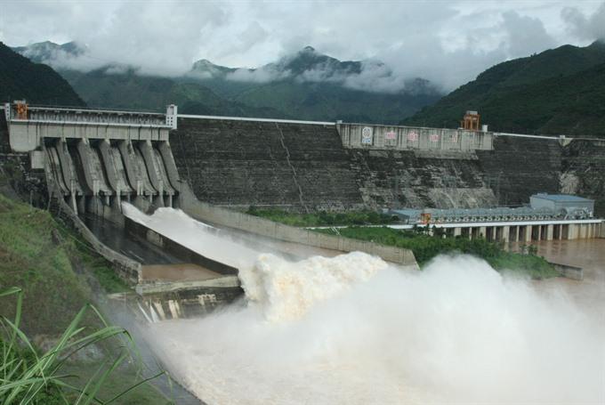 Hòa Bình Sơn La hydroelectric plants ensure safety