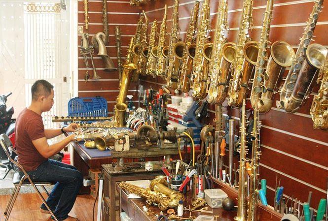 Instrument doctor has intl sax appeal