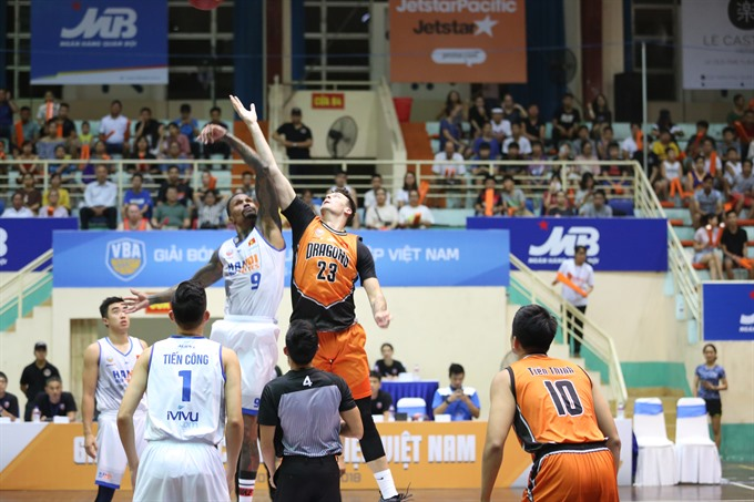 Hanoi Buffaloes enter playoffs after beating Danang Dragons