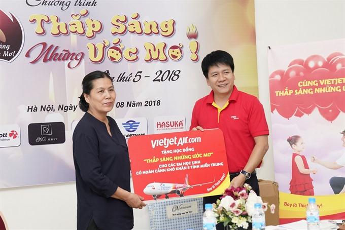 Vietjet joins programme to help disadvantaged kids