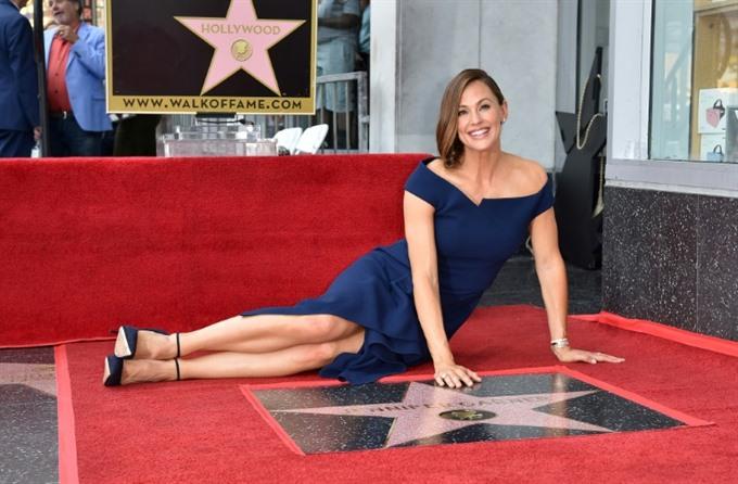 Jennifer Garner honoured with Hollywood star