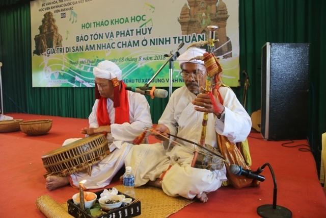 Experts struggle to preserve Chăm music